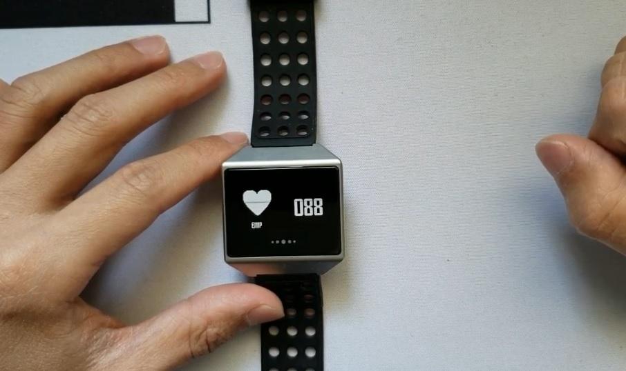 Jak mohou chytré hodinky a fitness náramky měřit srdeční tep?