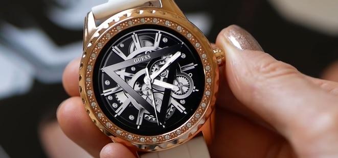 A jedny luxusní chytré hodinky pro ženy