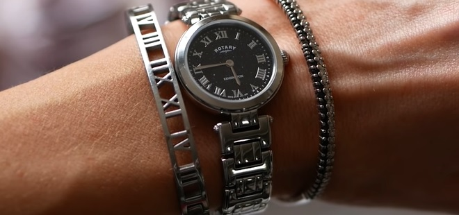 A jedny dámské hodinky s malým ciferníkem