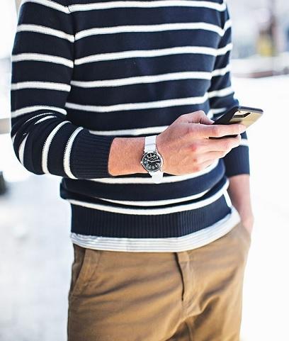 Stříbrné pánské hodinky k elegantnímu oblečení. Super volba!
