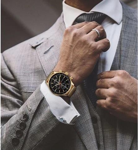 Zlaté hodinky k pánskému obleku? Ano!