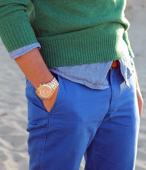 Pánské zlaté hodinky se skvěle hodí k elegantnímu looku.