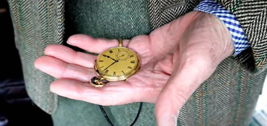 Jak se dají nosit kapesní hodinky? A proč je vůbec nosit?