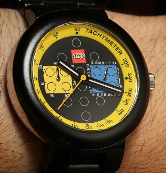 Zajímavé černé LEGO hodinky