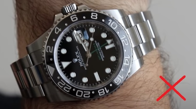 Hodně veliké hodinky nejsou vhodné k obleku nebo do pro formální účely