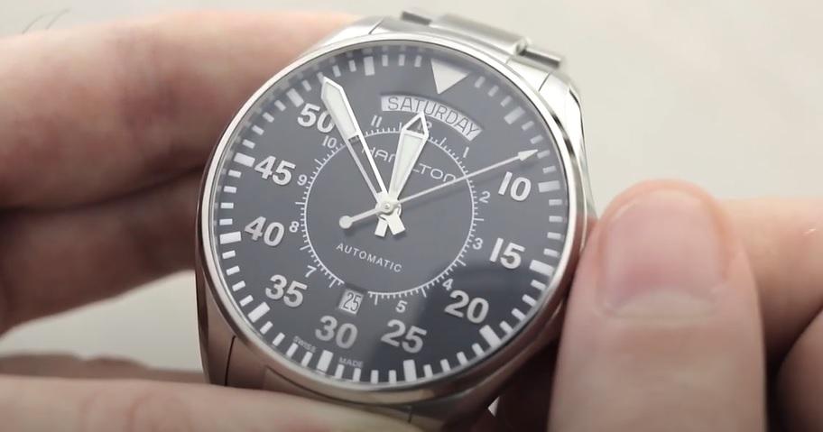 Jak nastavit datum na mechanických hodinkách?