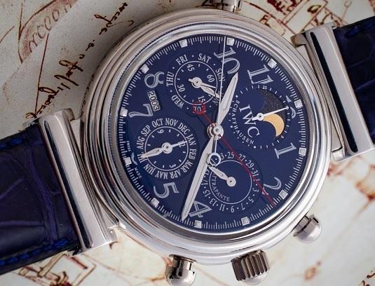 Hodinky značky IWC spojují věčný kalendář a chronograf
