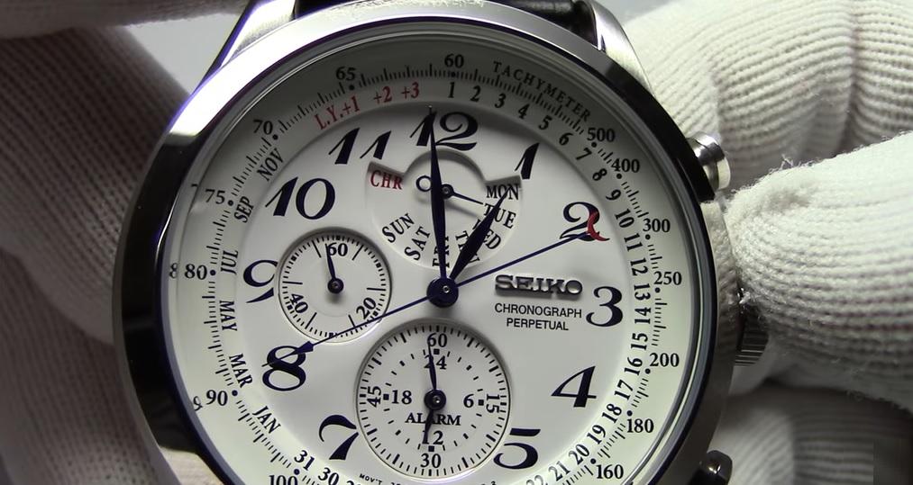 Perpetual calendar (perpetuální kalendář, věčný kalendář, plně automatický kalendář) v hodinkách
