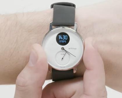Hybridní chytré hodinky měří i počet kroků
