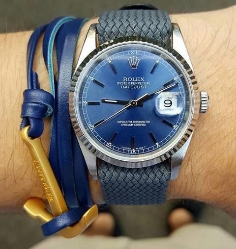 Barevně sladěný náramek a hodinky...
