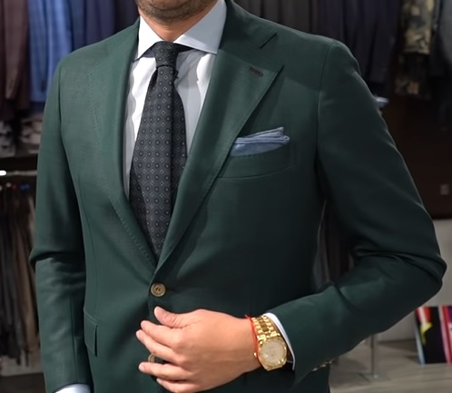 Odvážnější kombinace hodinek a obleku