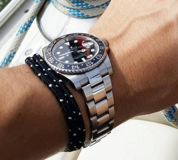 Zde je příklad správného spárování hodinek a náramku.
