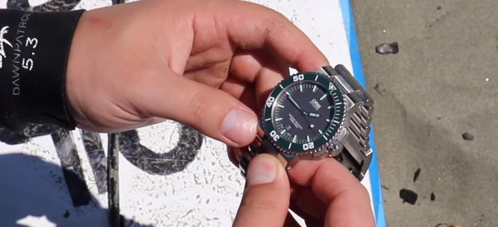 Které hodinky můžete nosit do moře a které ne?