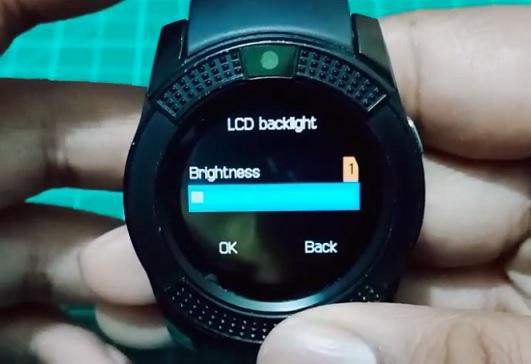 Snižte jas hodinek na minimum, které je pro vás příjemné a hodinky jsou čitelné