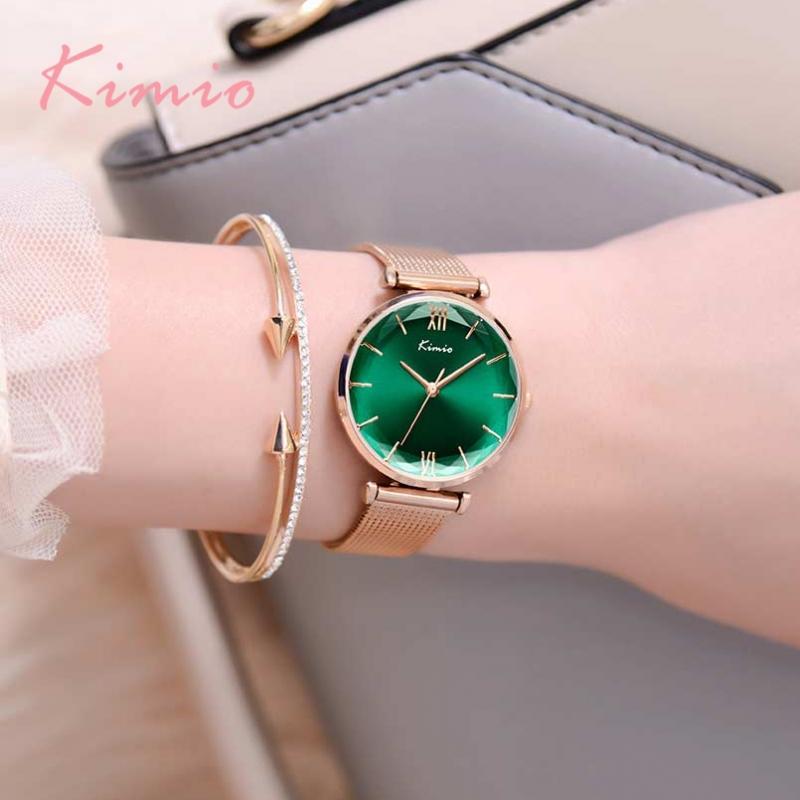 Zelené hodinky se zlatým řemínkem