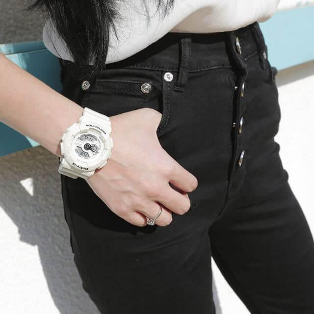 Zkombinujte sportovní styl hodinek s džínama