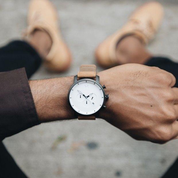 Bílé hodinky se skvěle hodí k elegantnímu stylu