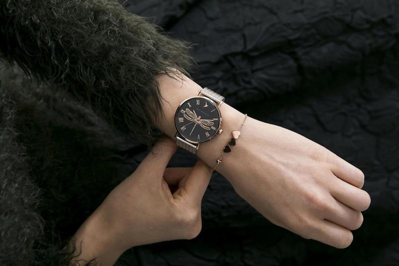 Dámské černé hodinky