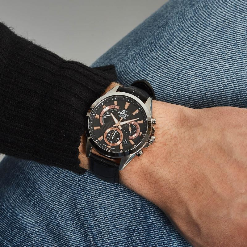 Černé hodinky