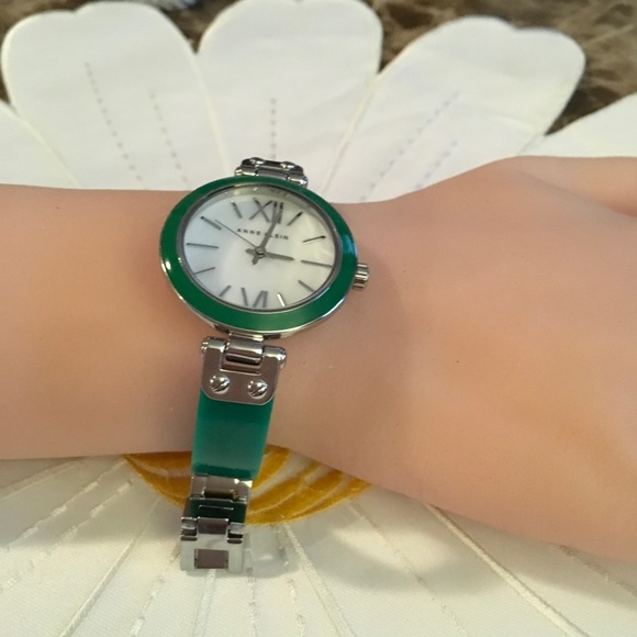 Analogové zelné hodinky