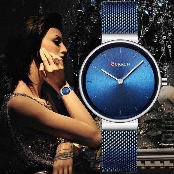 Dámské modré hodinky jsou elegantní