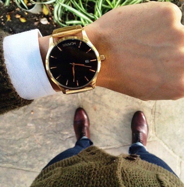 Pánské zlaté hodinky s tmavým displayem jsou super k obleku