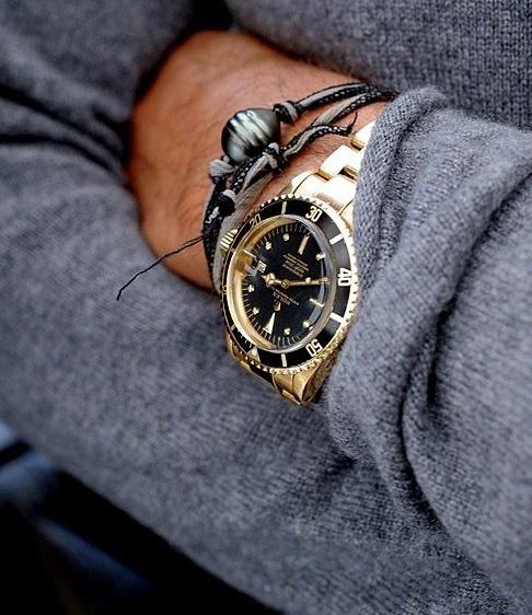 Pánské zlaté hodinky s tmavým displayem