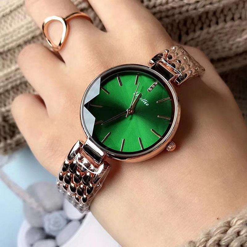 Výrazné zelené hodinky