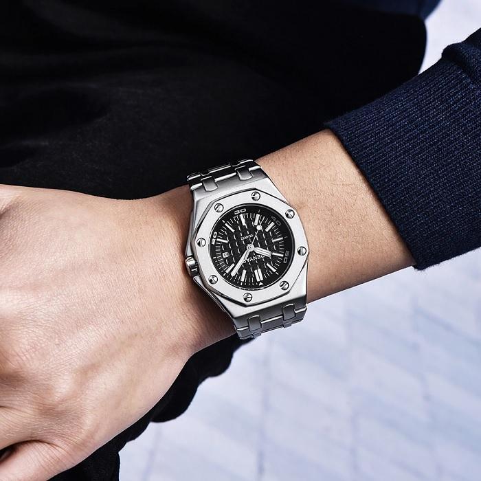 Pánské stříbrné hodinky s tmavým ciferníkem